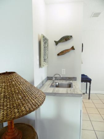 Click to enlarge image Wet bar in the dining area - Tarpon Quarters - One bedroom, with king bed, one bath. LARGE condo with laundry, tile floors, Dog Friendly.Walk to the beach.