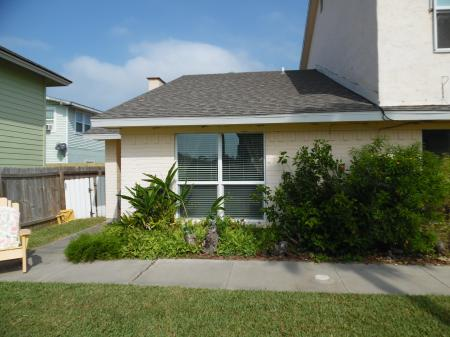 Click to enlarge image Wahoo is a quiet end unit - Wahoo Quarters - One bedroom, one bath, LARGE condo with laundry, tile floors, Dog Friendly. Walk to beach